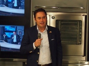 ホルヘ・トレド・アルビニャーナスペイン大使
